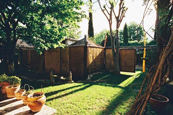 Chambre ikat location saisonni re uz s miomundo for Le petit jardin uzes