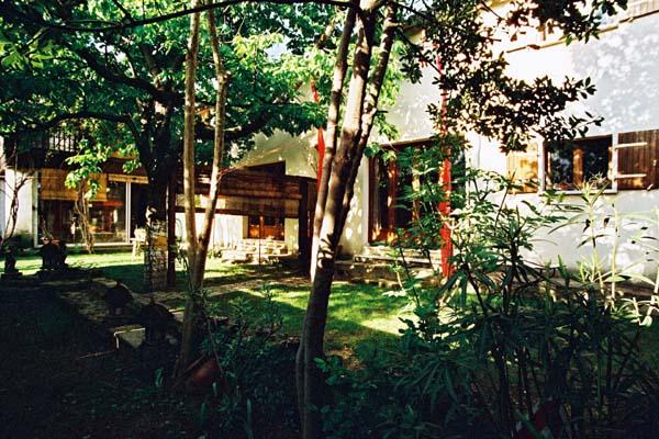Studio miomundo dans le centre d 39 uz s en location for Le petit jardin uzes