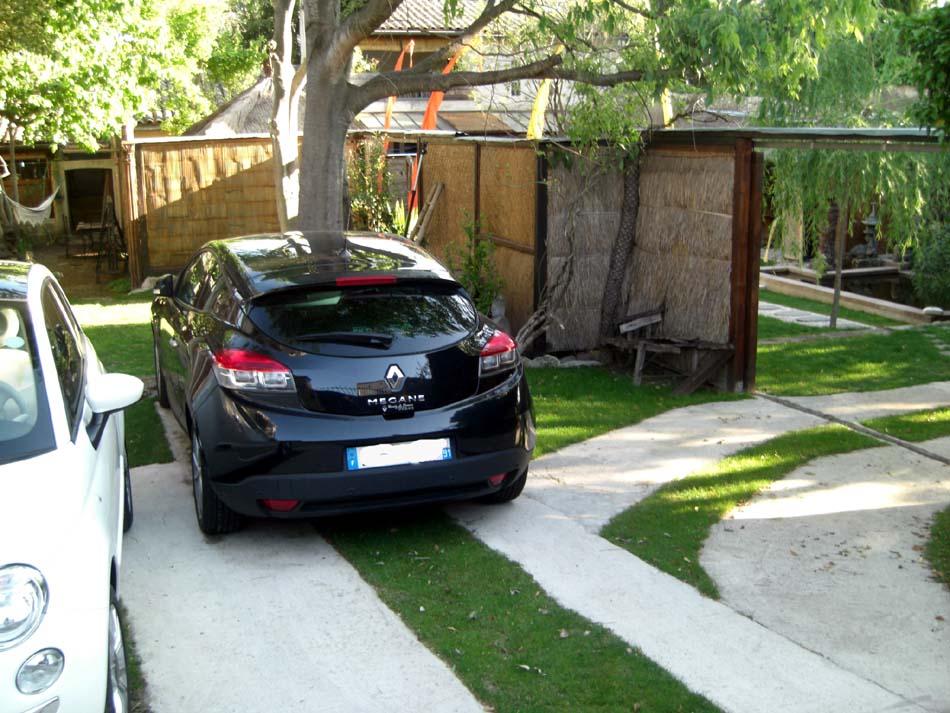 parking en option pour les chambres d 39 h tes et gite mio. Black Bedroom Furniture Sets. Home Design Ideas